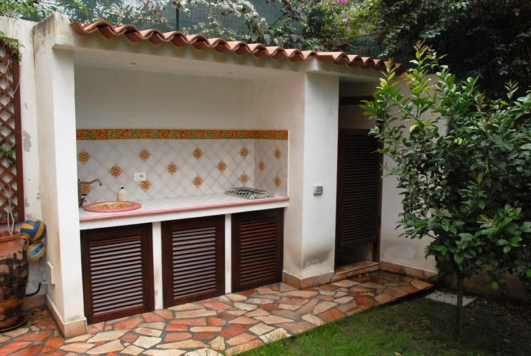 cucina e doccia esterna